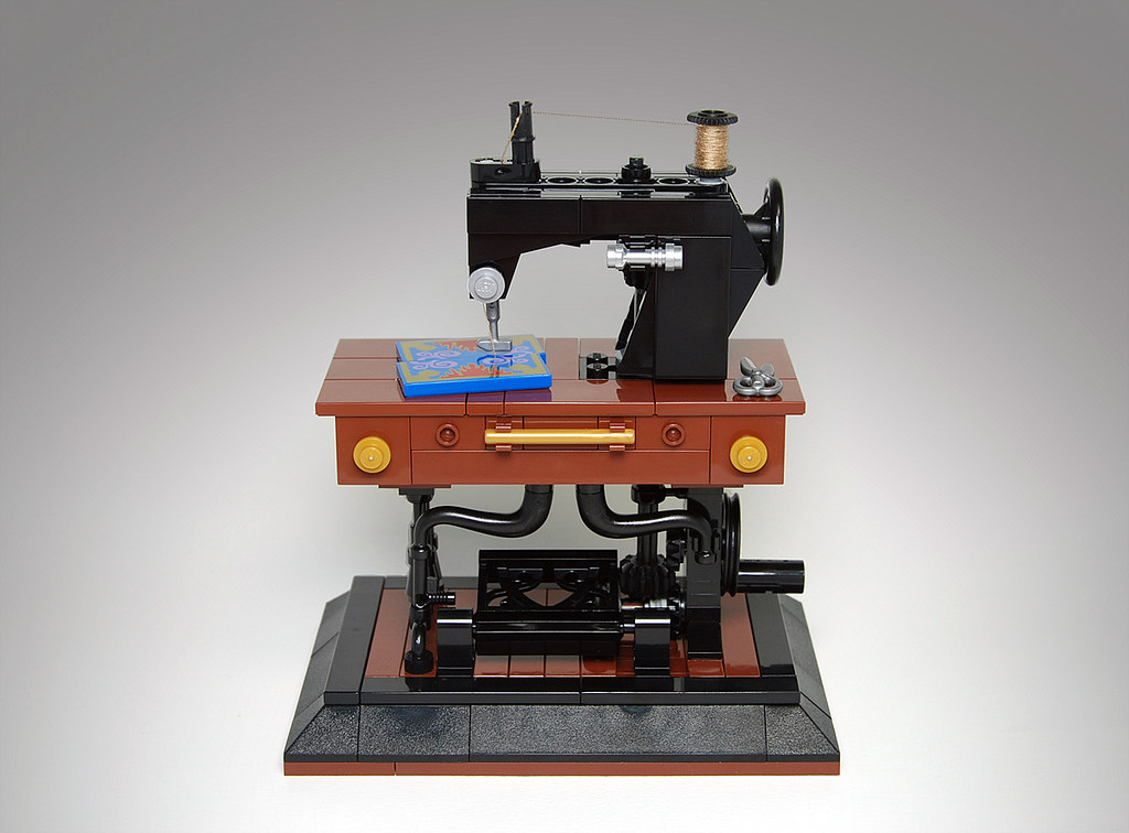 LEGO Antique Sewing Machine