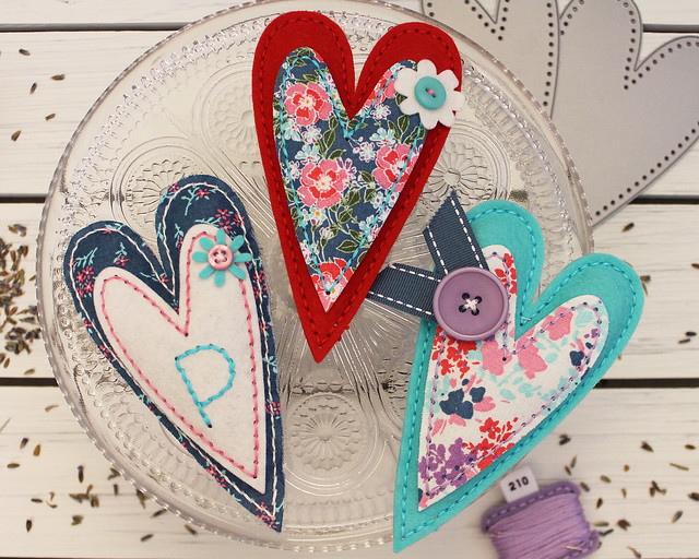 LizzieJones_StitchingAmbassador_StitchedPrimitiveHeart_LavenderSachets2