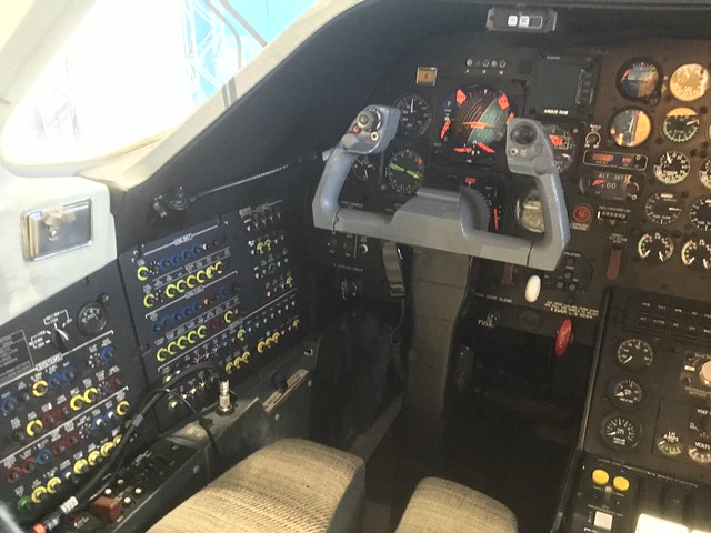 三菱 MU-300 JA8248 機内公開 コックピット 6319F0354-8506-4DCC-A4AC-6498B5CDF261