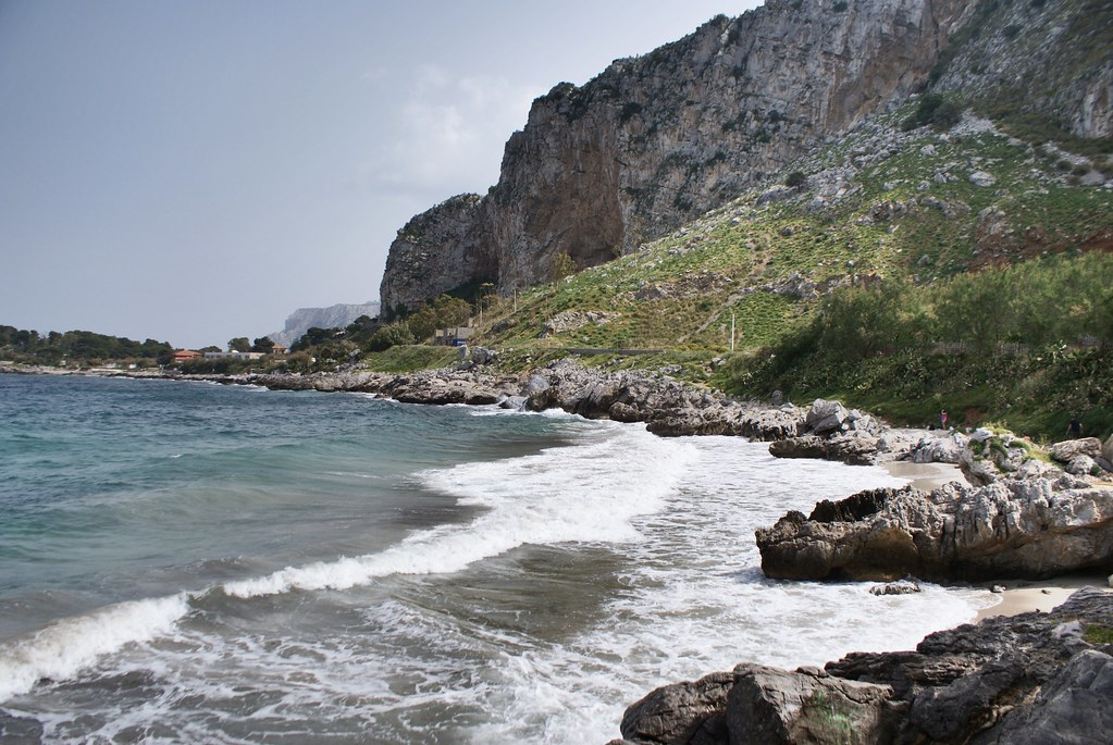 > Petites criques de la réserve naturelle de Capo Gallo à côté de Mondello au nord de Palerme.