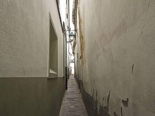Narrow street in Compostela. #streets #callejón #narrowstreet #santiagodecompostela #olympusomd #olympus