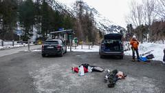 Parking w Morteratch, przygotowania  do wyjścia w góry. Paweł.