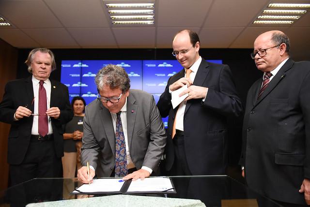 Ebserh assina contrato para administrar Hospital de Clínicas de Uberlândia