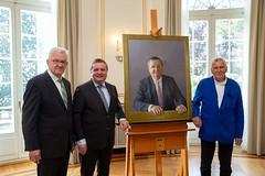 Mappus-Porträt für Galerie der Villa Reitzenstein übergeben