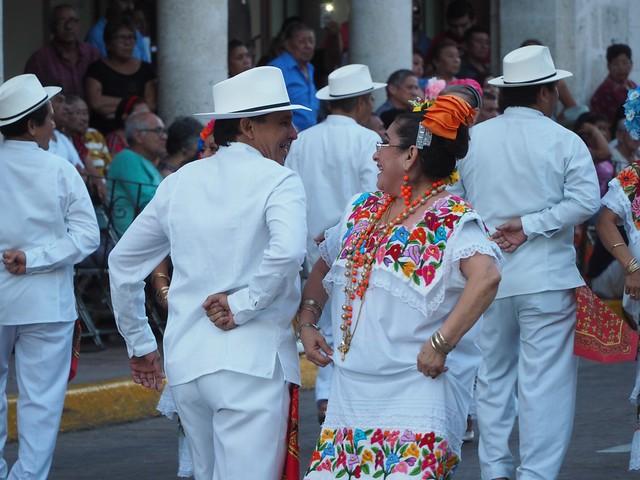 日, 2018-03-04 19:19 - 市庁舎前の踊り
