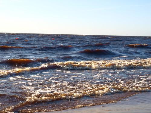 Надвигаются волны