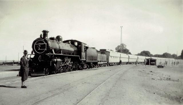 Sudan Railways - Wadi Halfa (وادي حلفا), December 1930 - Sudan Government Railways 4-6-2 steam locomotive and the Khartoum passenger train