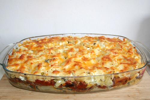 41 - Beefy sour cream noodle casserole- Finished baking / Cremiger Sauerrahm-Nudelauflauf - Fertig gebacken