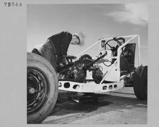 John Rottluff works on motor of race car at B.C. Custom Car Association, Abbotsford, British Columbia / John Rottluff fait la mise au point du moteur d'une voiture de course à la B.C Custom Car Association, Abbotsford (Colombie-Britannique)
