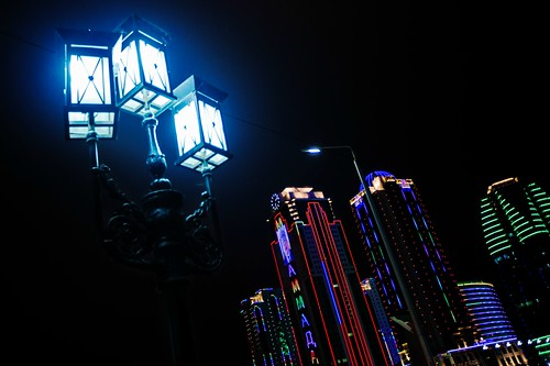 грозный грозныйсити чечня ночь огни высотки небоскреб фонарь улица