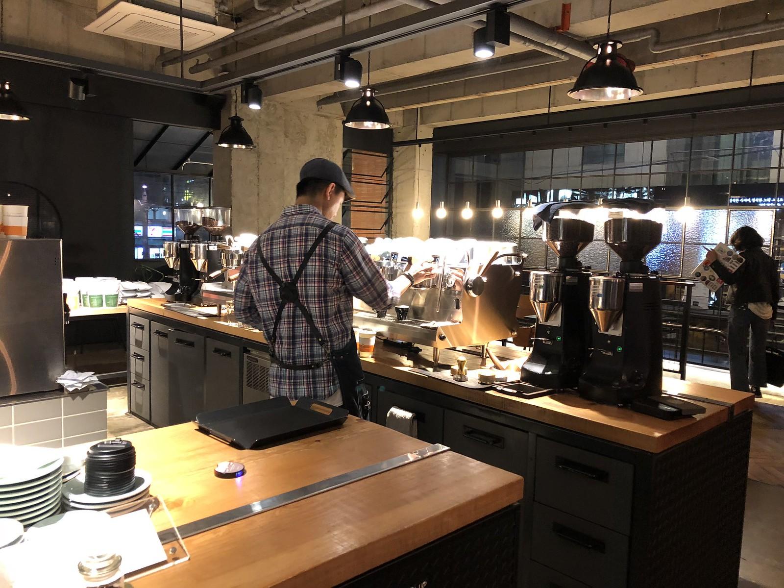 빌리프 커피 로스터스의 에스프레소 머신