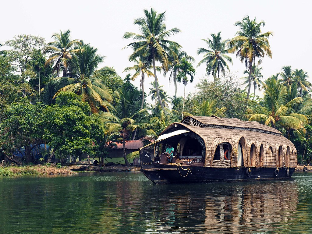 Allepey backwaters of kerela travelguide fashionicide_effected