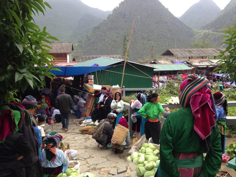 サフィン(Sa Phin)のマーケットとモン族王の館, 4