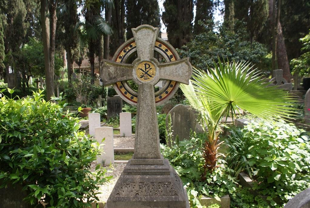 Stèle du cimetière protestant ou non-catholique de Rome.