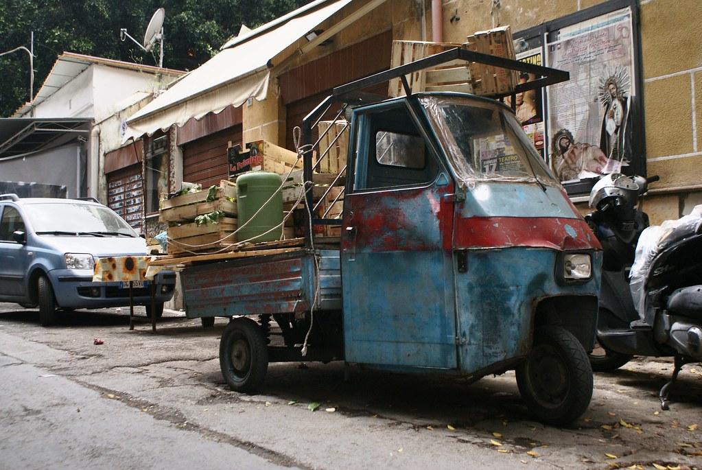 Transport en commun de légumes pour le marché à Palerme.