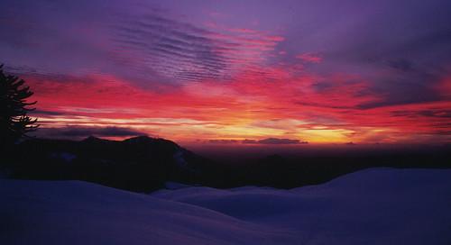 chile sunset mountain clouds sunrise trekking landscape atardecer backpacking andes invierno montaña cordillera parquenacional llaima chilecentral cordilleradelosandes originalen35mm parquenacionalconguillío