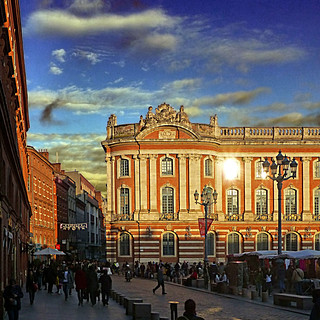 Bilde av Place du Capitole. panasonicdmctz30 2012 toulouse placeducapitole hautegaronne 31 occitanie france europeanunion october 100
