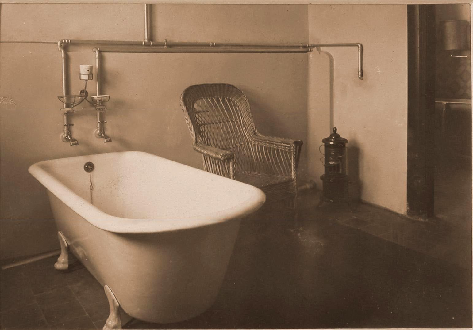 12. Вид части ванной комнаты в помещении госпиталя