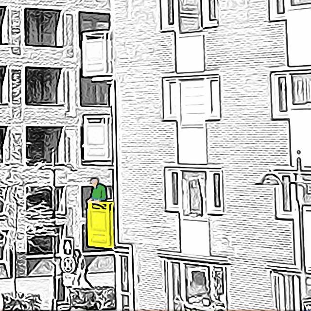 De oude man op het balkon