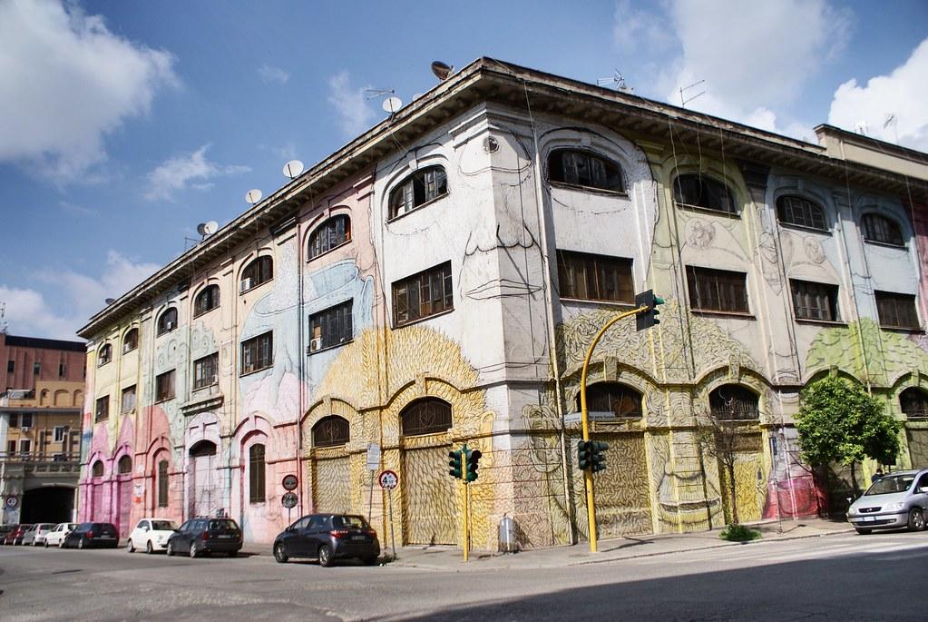 Porto Fluviale : Fresque de BLU du quartier Ostiense à Rome