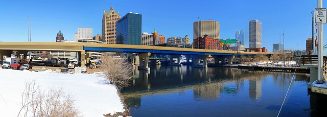 Panorama at the Milwaukee River, St Paul Avenue Bridge