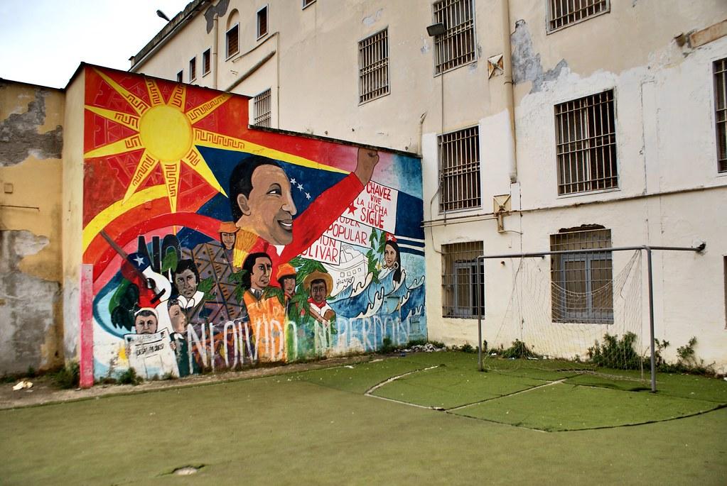 Fresque en l'honneur de Chavez dans l'ancien hopital psychiatrique de Materdei à Naples.