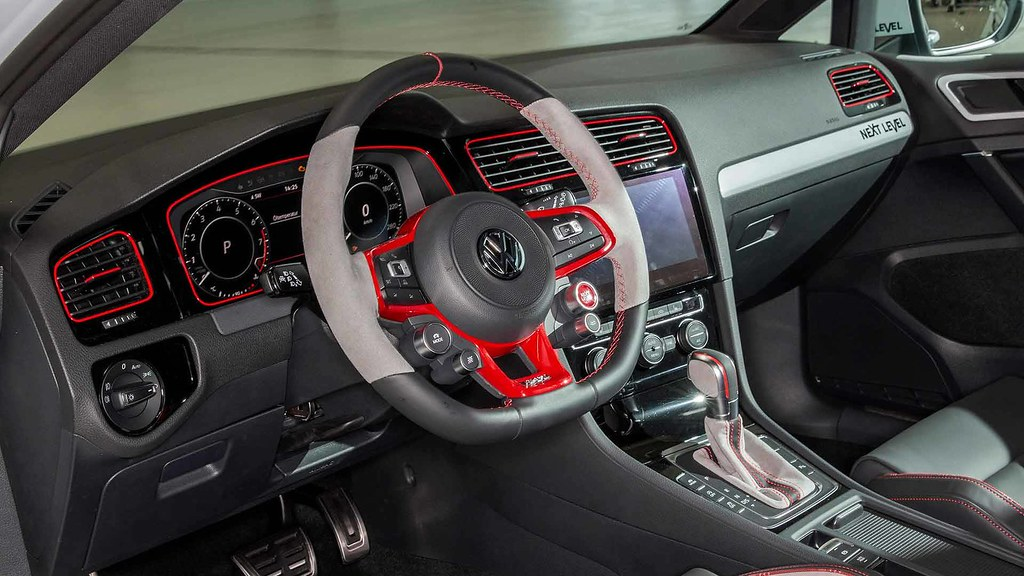 golf-gti-next-level-and-golf-estate-gmotion (3)