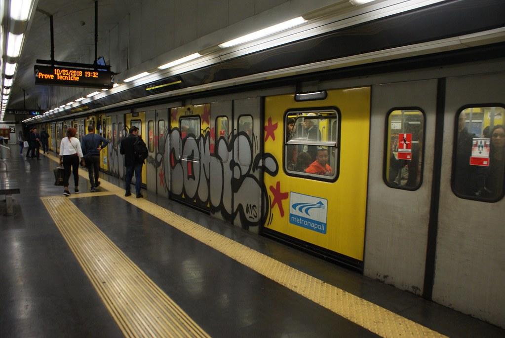Graffiti dans le métro à Naples