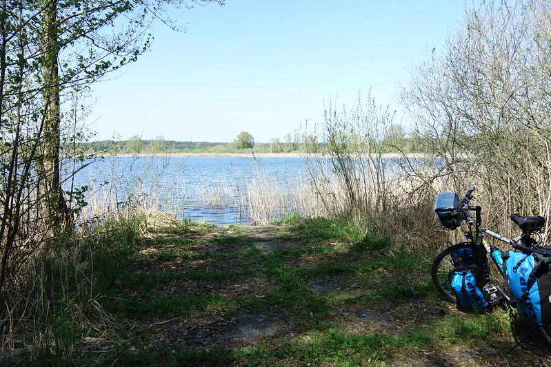 Pause an einem kleinen See bei Linow.