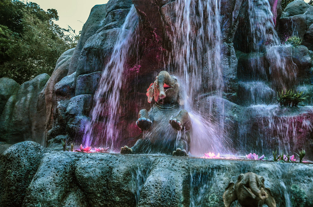 Elephant bath Jungle Cruise TDL