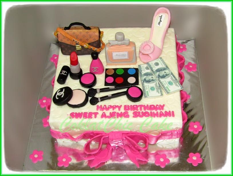 Cake Cosmetics AJENG 22 cm