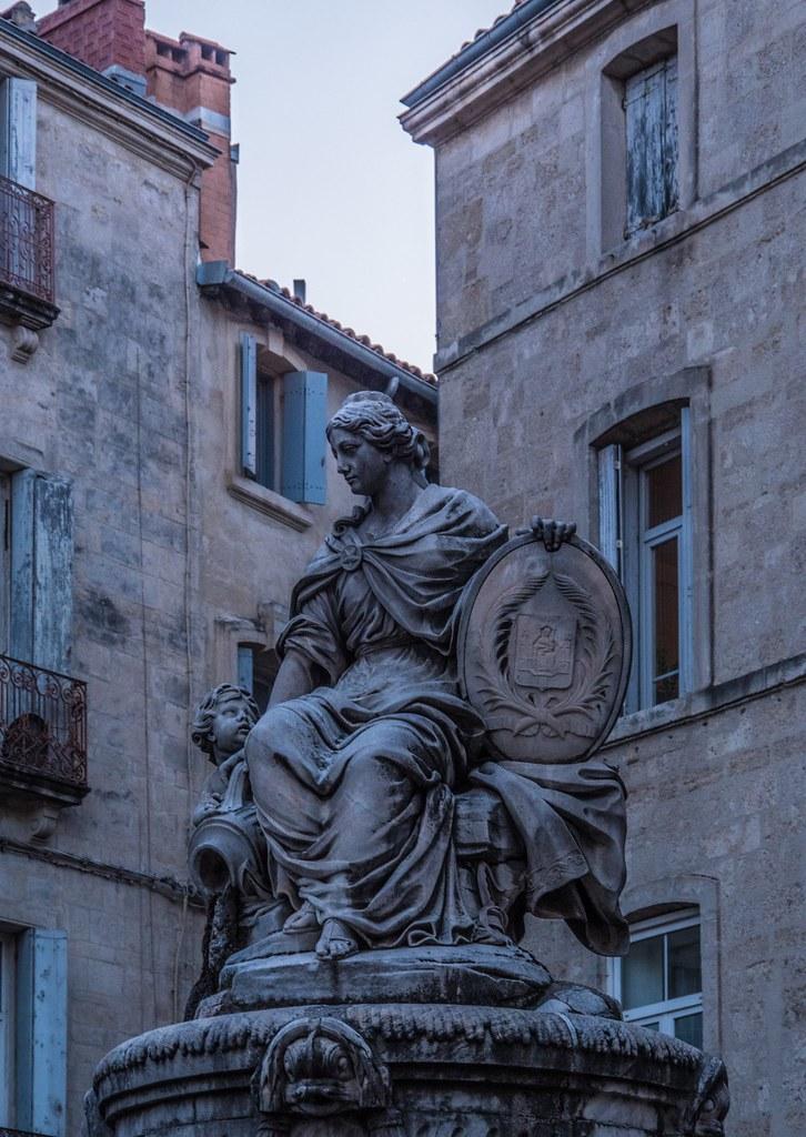 Montpellier : ville d'ombre et de lumière... La suite 41615393352_5c0912f52a_b