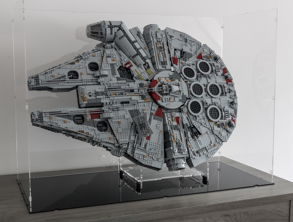 PureDisplay - iDisplayIt - 75192 - Millennium Falcon Stand and Display Case