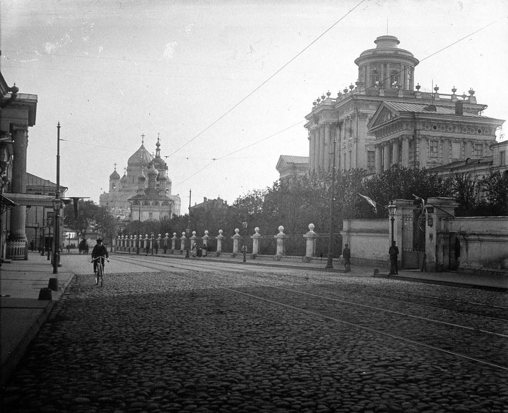 Моховая улица. Вид на Румянцевский музей. 1912