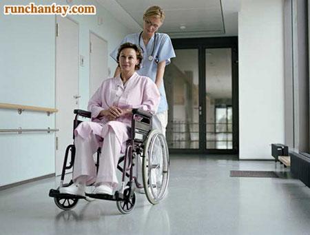 Bệnh Parkinson giai đoạn cuối khiến người bệnh phải gắn liền với xe lăn