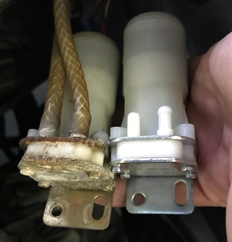 W107 windscreen washer pump