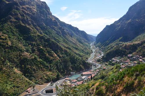 Die Straße im Tal von Ponta da Sol