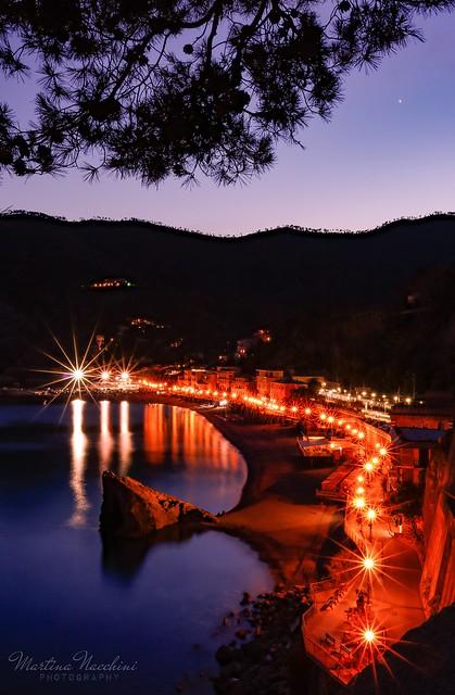 Monterosso in love 📷💖 #monterosso #cinqueterreitaly #cinqueterre #liguria #ligurianplaces #liguriansea #longexposure #scattoremoto #sunsets #sunset #sunsetphotography #seaside #sea #naturephotography #landscape #landscapephotography