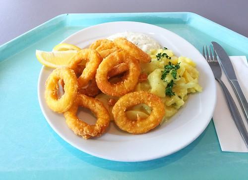 Baked calamari with remoulade & potato salad / Gebackene Tintenfischringe mit Remoulade & Kartoffelsalat