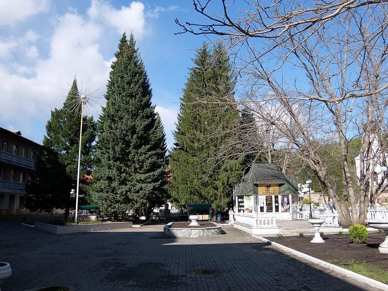Белокуриха - У санатория Центросоюз