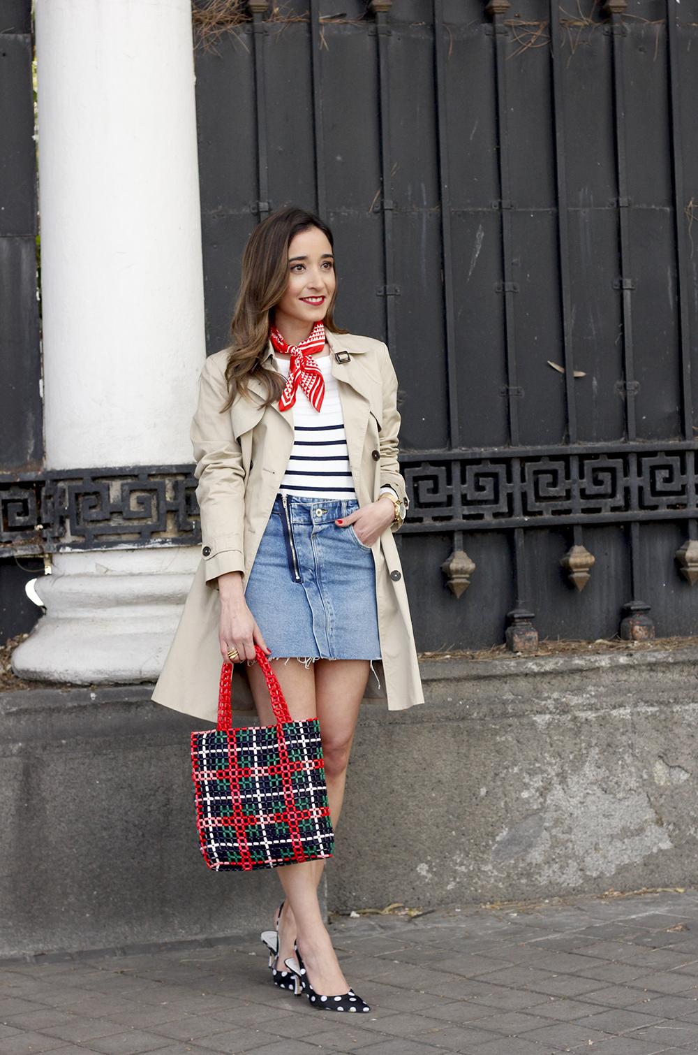 trench outfit denim skirt kitten heels striped sweater spring 05