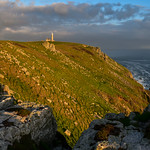 19. Mai 2018 - 11:52 - The little island paradise that is Lundy eleven miles off the north Devon coast, haven for birdwatchers & lovers of coast walking. This on the west side of the island looking towards the Old Light near sunset.