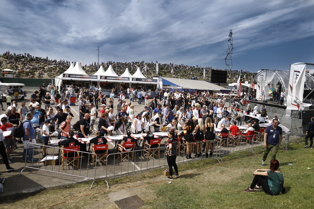fan supporter autograph session during the 2018 FIA WTCR World Touring Car cup of Zandvoort, Netherlands from May 19 to 21 - Photo Francois Flamand / DPPI