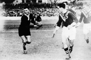 Queensland rugby league player Harry Linde in action against the Kiwis, 1948