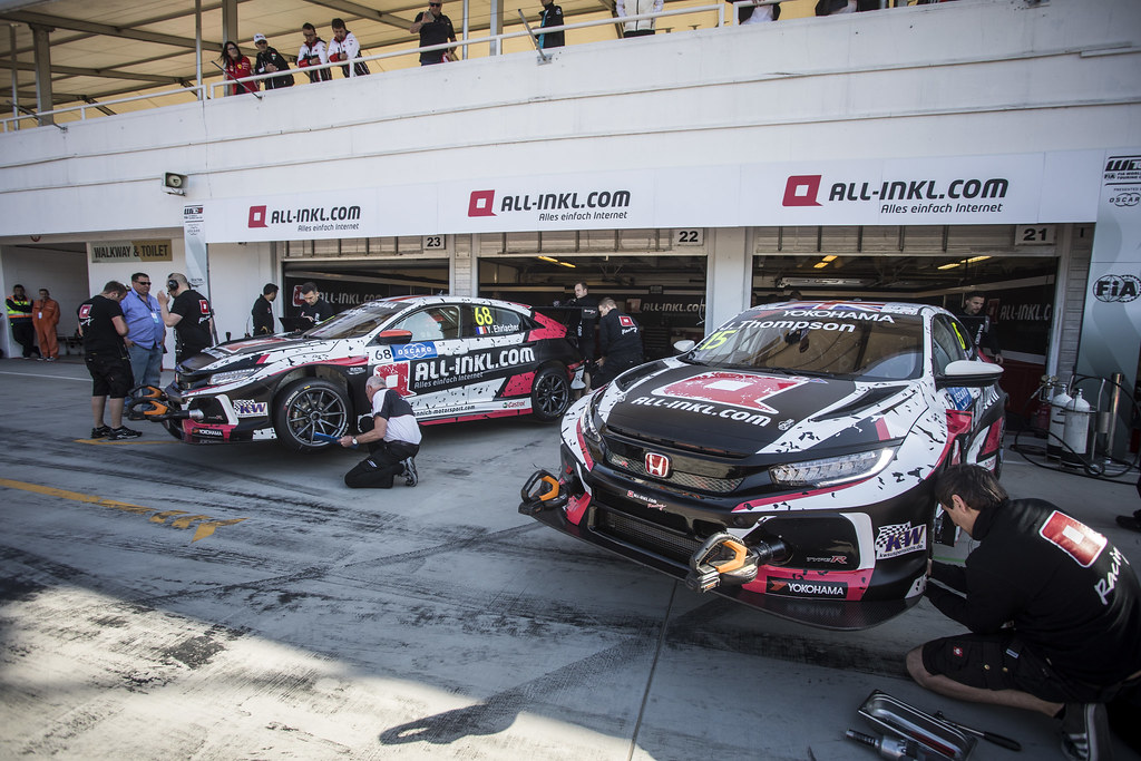 68 ERLACHER Yann (FRA), ALL-INKL.COM Munnich Motorsport, Honda Civic TCR, action 15 THOMPSON James (GBR), ALL-INKL.COM Munnich Motorsport, Honda Civic TCR, action during the 2018 FIA WTCR World Touring Car cup, Race of Hungary at hungaroring, Budapest from april 27 to 29 - Photo Gregory Lenormand / DPPI