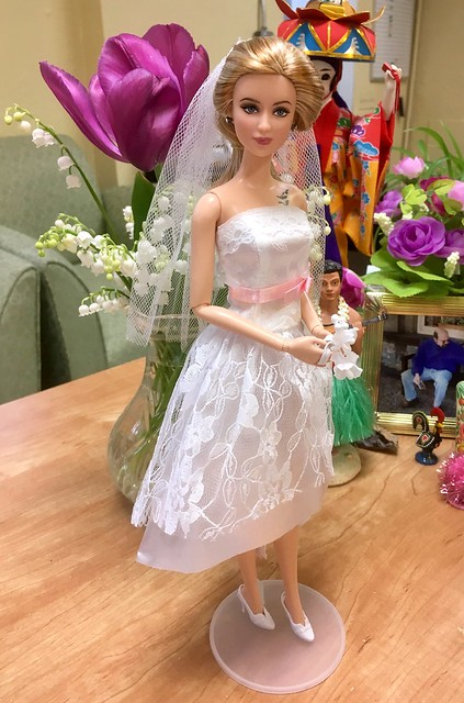 Tris is ready for her Springtime wedding...