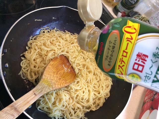Fried noodles with HOSHIYAMA HORUMON