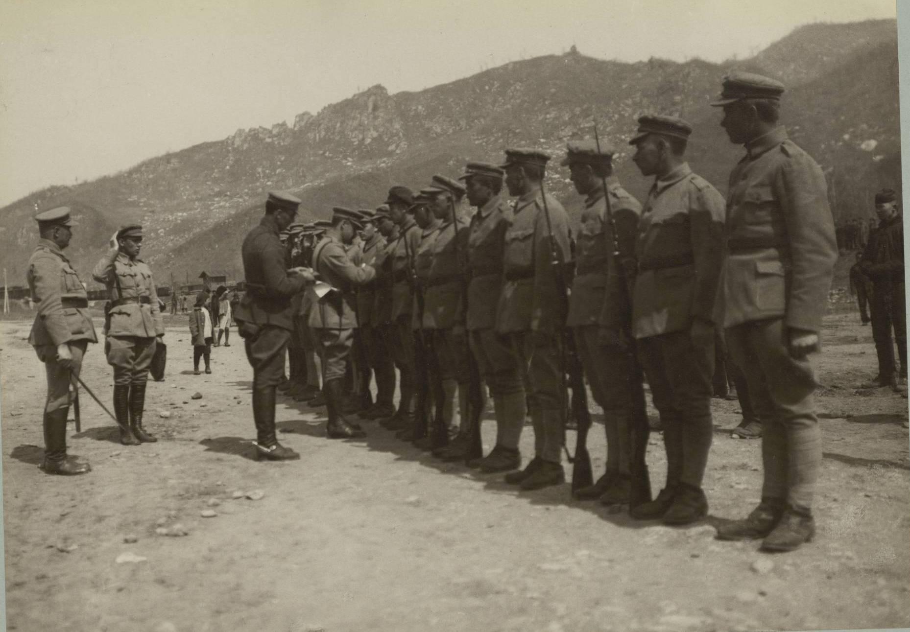 Награждение французскими и чешскими орденами и медалями на станции Джалантун в Маньчжурии