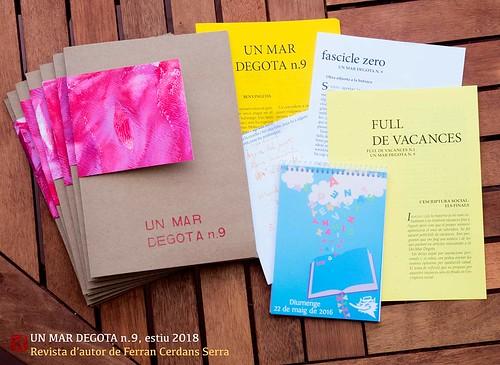 Revista d'autor Un mar degota n.8, amb adjunts a la carpeta.