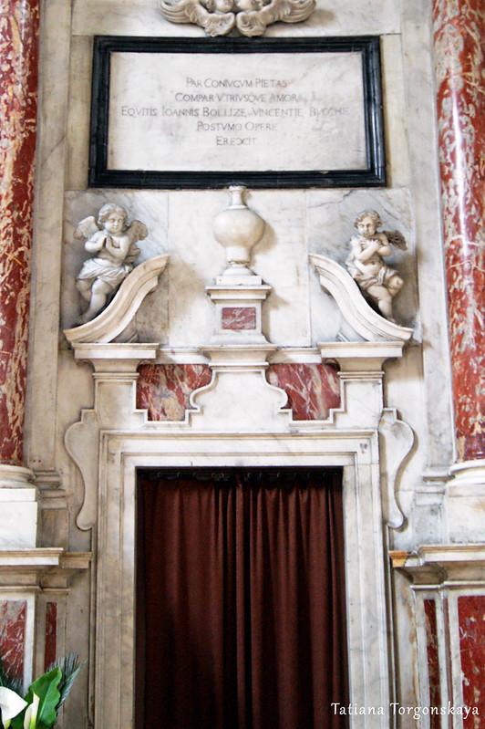 Фрагмент центрального алтаря в церкви Св. Клары